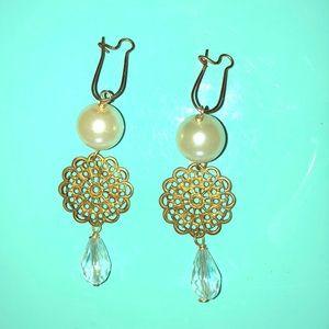 Pearl & Gold dangle earrings